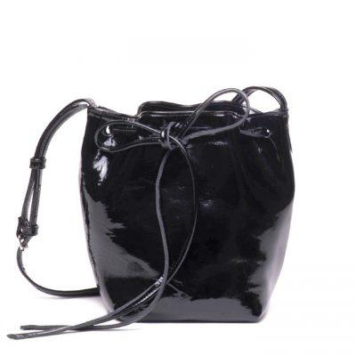 Bolso saco charol negro